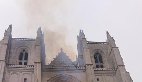 Foc a la catedral de Nantes