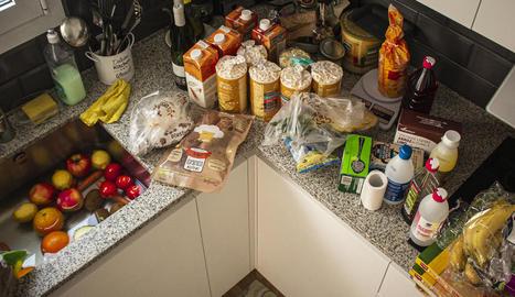 Desinfectar la compra. Es recomana netejar els envasos que no es puguin llençar i rentar la fruita i les verdures.
