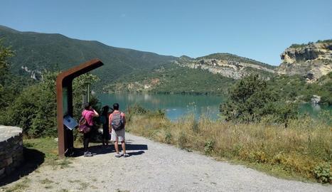 Visitants accedint al congost de Mont-rebei.