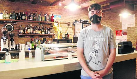 El restaurant La Dolceta de Lleida prepara menjar per repartir i recollir els caps de setmana.