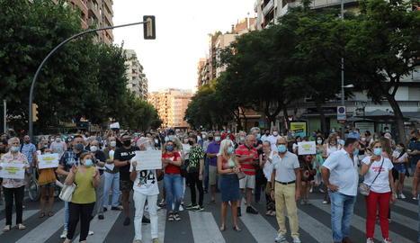 Entre els participants, l'activista Josep Pàmies i la dirigent del PP Marisa Xandri.