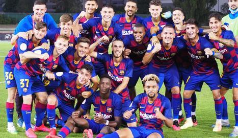Jugadors del Barcelona B celebren la classificació.
