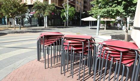 Imatge de la terrassa d'un bar que va tancar al decretar-se el confinament el 15 de juliol a Lleida.