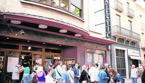 Públic del festival l'any passat davant dels cines Majèstic.