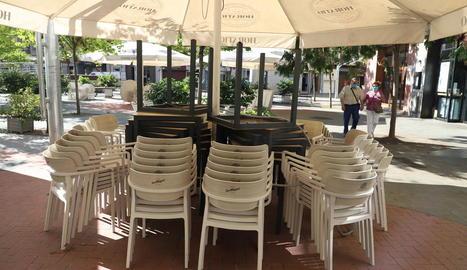 Imatge d'una terrassa tancada pel confinament a Lleida.