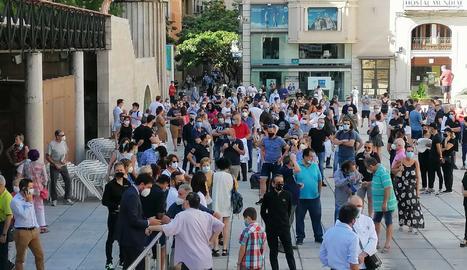 Unes 300 persones es concentren a Lleida per reclamar més ajuts de les administracions a l'hostaleria