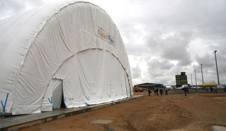 L'hangar inflable instal·lat al juny a l'aeroport d'Alguaire.