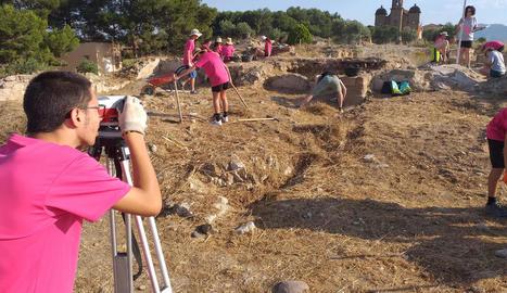 Taller d'estiu d'arqueologia 'Cota Zero' al Castell Formós, a la comarca de la Noguera.