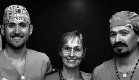 Foto de família de l'Equip de Teràpia Intravenosa de l'hospital Arnau de Vilanova, que ha rebut la beca d'investigació del COILL.