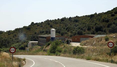 Imatge de la granja de Cubells on ahir van morir 80 vedells calcinats.