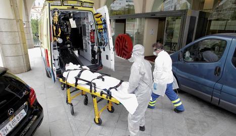 Un jugador del Fuenlabrada va ser hospitalitzat ahir a la Corunya, tot i que el seu cas no és greu.
