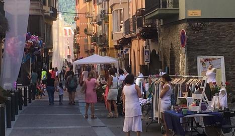 Els comerços de la Seu, al carrer dissabte.