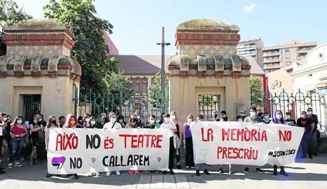 Protesta al juny per denunciar la prescripció dels suposats abusos sexuals a l'Aula de Teatre.