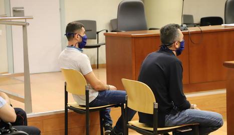 Els dos acusats, al judici a l'Audiència de Lleida.