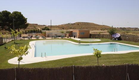 Les piscines d'Alfés, buides des de dilluns passat després de l'ordre de tancament de l'ajuntament.