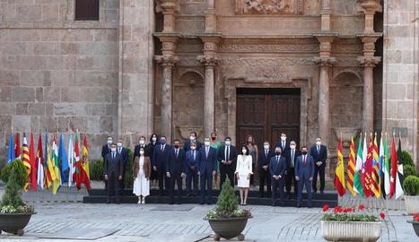 Urkullu, la gran sorpresa - El lehendakari, Iñigo Urkullu, va assistir finalment a la Conferència de Presidents, que va ser presidida formalment pel rei, després d'haver-se assolit un acord sobre el camí de dèficit entre els dos governs. Aix ...