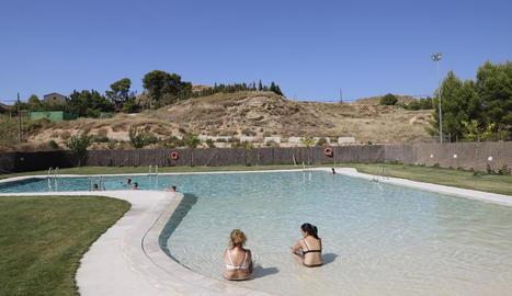 Alfés va obrir ahir les piscines al cap de 5 dies. És una de les localitats afectades per la decisió del jutge.