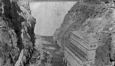 Imatge de la presa de la central de Camarasa el 1920.