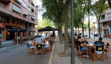 Les terrasses dels bars i restaurants de Lleida aprofiten els talls de carrers