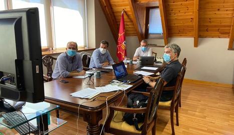 La reunió semipresencial de la comissió d'Urbanisme d'Aran.