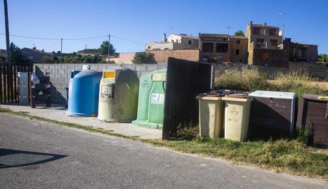 Punt de reciclatge al nucli de Vergós.