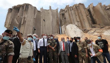 El president francès, Emmanuel Macron, va visitar la zona de l'explosió a Beirut.