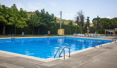 Vista general de la piscina en què es reduirà la profunditat.