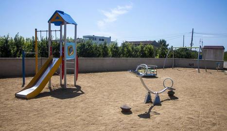 Imatge del parc infantil del Roser renovat.