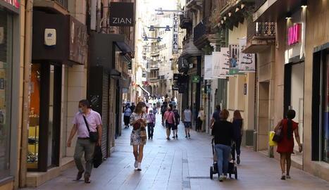 L'activitat a l'Eix Comercial s'ha ressentit per les restriccions i molts comerços es troben en una situació molt difícil.