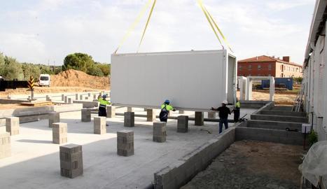 Imatge de la instal·lació dels mòduls de l'institut d'Alpicat.