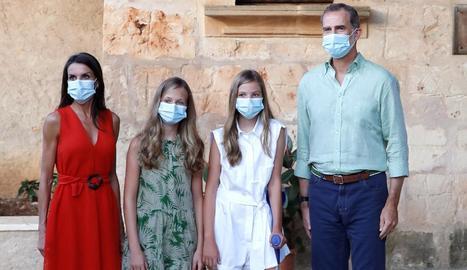 Els reis Felip VI i Letícia, la princesa Elionor i la infanta Sofia, ahir a Mallorca.