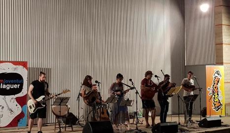 El grup Ksonronda va actuar dimarts en el marc del cicle 'Música i tapes'.