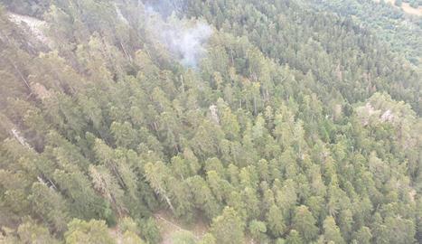 Un llamp va provocar diumenge un petit incendi a Arties.