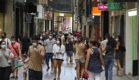 L'Eix Comercial de Lleida presentava ahir a la tarda aquest aspecte.