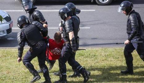 Imatge de manifestants detinguts a Bielorússia.