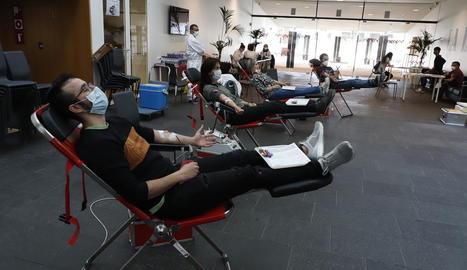 Una de les últimes campanyes de donació de sang a Lleida, a la Llotja el mes d'abril passat.