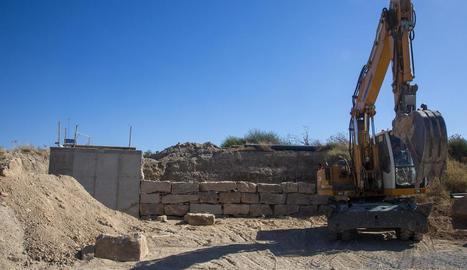 L'associació d'agricultors completa l'obra amb un mur.