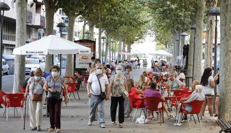 Els locals hostalers de Lleida, sense canvis - Els bars i restaurants de Lleida continuaran amb les mateixes condicions que ara, un aforament del 50% a l'interior i a la terrassa, separació de dos metres entre taules. En canvi, la Generalitat va ...