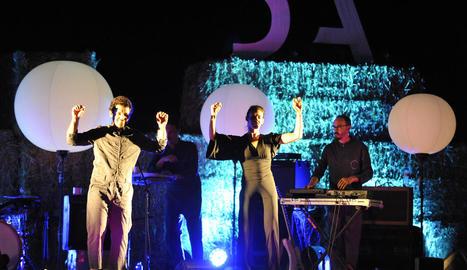 El Petit de Cal Eril i la ballarina Montserrat Selma, dijous a la nit al recinte firal d'Esterri.