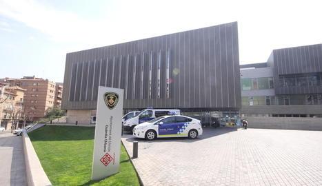 Vista exterior de les dependències de la caserna de la Guàrdia Urbana.