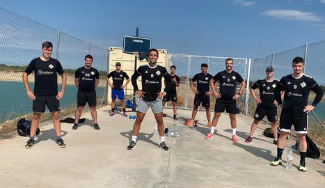 Els jugadors de l'HC Alpicat, ahir a les instal·lacions 2Llacs, a Gimenells i el Pla de la Font.