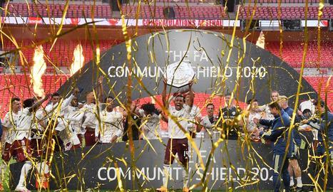 Jugadors de l'Arsenal celebren la victòria contra el Liverpool.