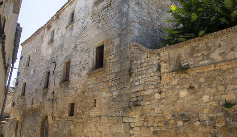 Vista de la façana de Cal Miró, al centre de Nalec.