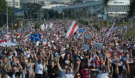 La marxa opositora per la pau convocada a Minsk.