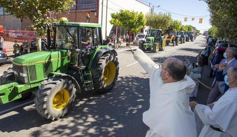 El prior Francisco Marín va beneir la desfilada.