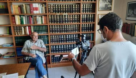 Vilanova ha entrevistat veïns perquè recordin anècdotes sobre el poliesportiu.