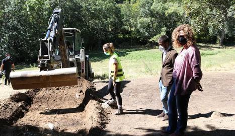 Una excavadora treballa a la fossa de Sorpe