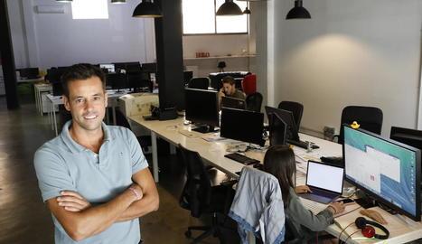Carlos Mencía, a l'oficina de Just Digital.