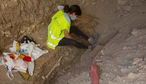 Troben restes d'un esquelet humà en unes obres a Anglesola