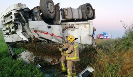 Els bombers han treballat al lloc de l'accident amb cinc dotacions.